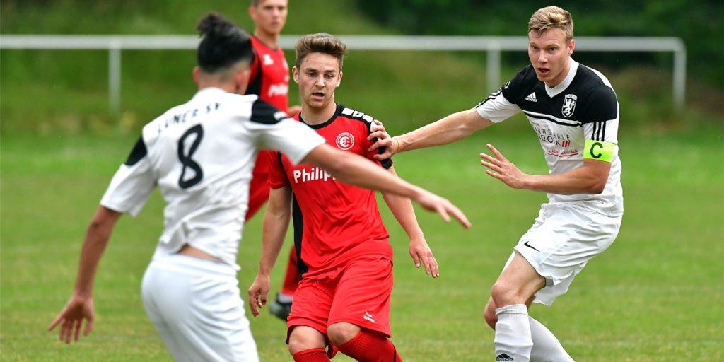 Lukas Ziegelmeir (r.) spielt in der kommenden Saison in der Westfalenliga für den FC Brünninghausen.