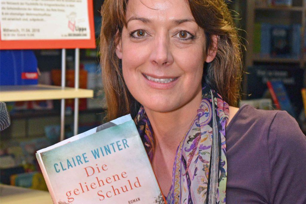 Die Berliner Autorin Claire Winter stellte bei einer Lesung in der Lippe Buchhandlung ihren Roman