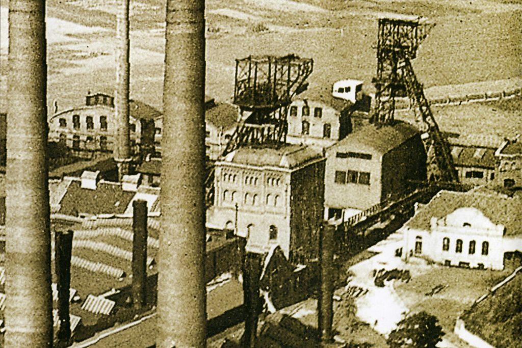 Die Zeche Vereinigte Wiensdahlbank mit dem benachbarten Kraftwerk in Kruckel auf einer Aufnahme von 1925.