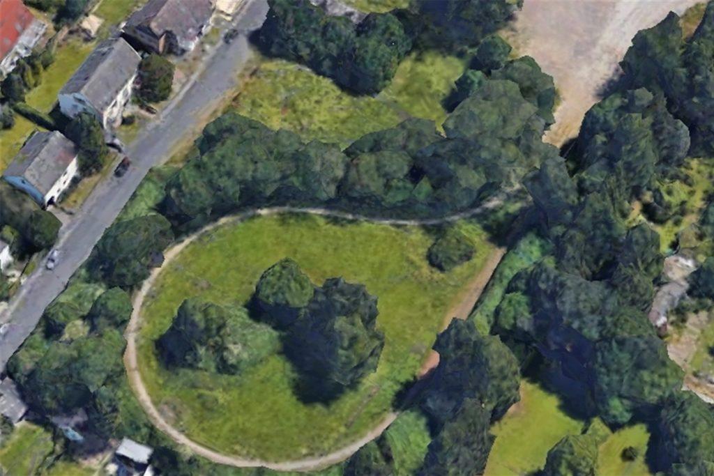 """Auf diesem Luftbild ist die Schleife, die die Straßenbahn früher fahren musste, noch gut zu erkennen. Anwohnerin Tanja Berg sagt: """"Das ist keine Brache, das ist ein Park."""" Links die Straße In den Börten."""
