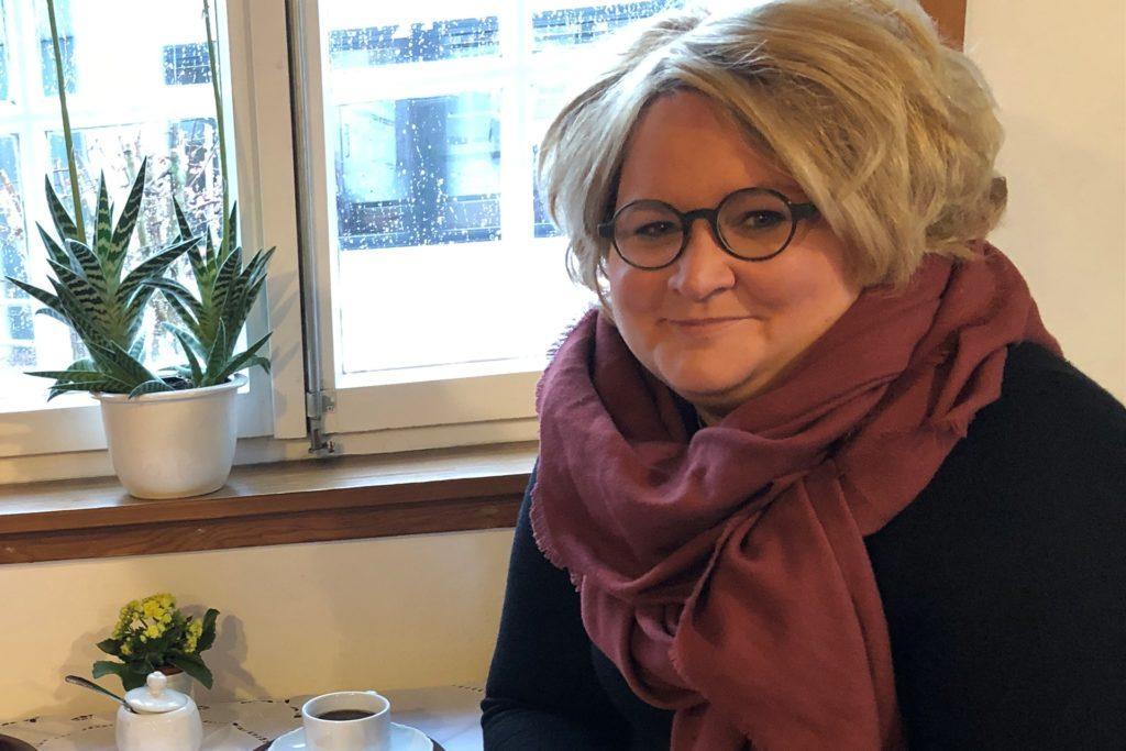 Pfarrerin Sandra Sternke-Menne zeigt sich offen für Veränderungen auf dem Evangelischen Friedhof Brackel