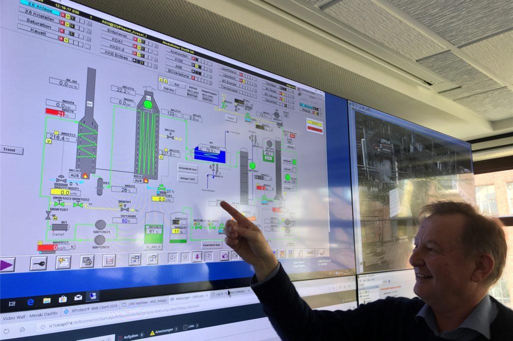 Dr. Günther Weymans (62), Manager bei Rain Carbon, muss nun mit ansehen, wie bei Rütgers die Anlagen nicht mehr im Vollbetrieb laufen. Der Markt für die Produkte des Chemieunternehmens ist eingebrochen.