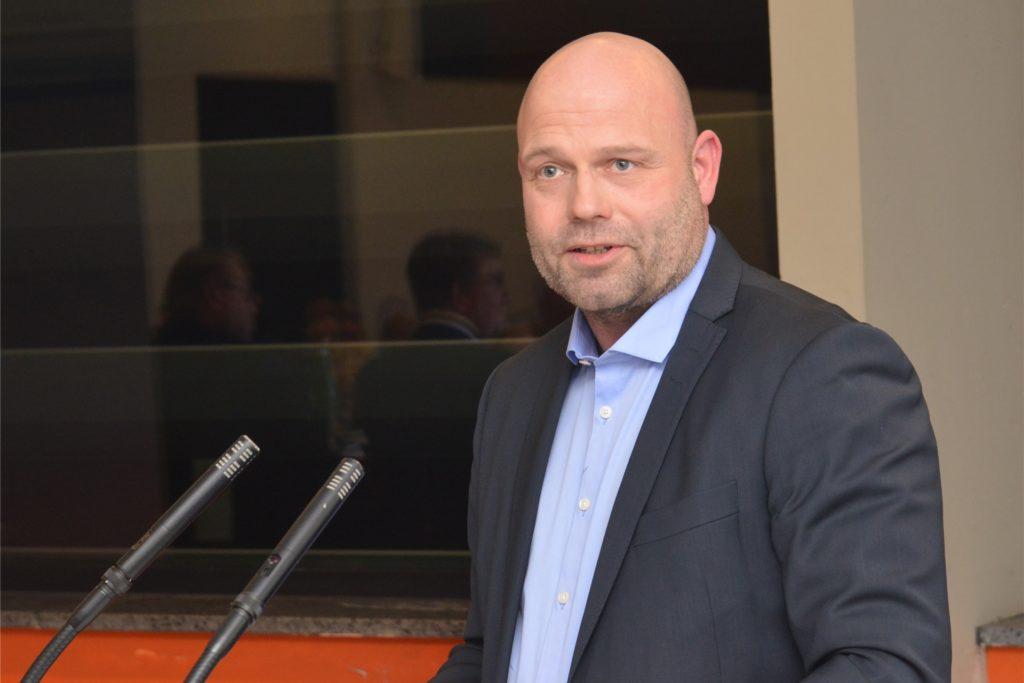 Oliver Lind, B3-Ausschussvorsitzender und CDU-Bürgermeisterkandidat, hat eingestanden, dass die Wünsche von Politik und Verwaltung dem bisherigen Investor zu anspruchsvoll waren: Es sollte ein Lebensmittel-Geschäft mit darüber liegender Wohnbebauung her.