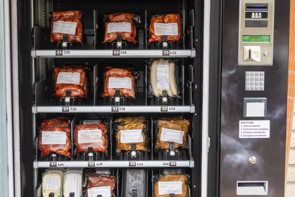 Das Sortiment der Regio-Box wechselt regelmäßig und ist an die Jahreszeiten angepasst. So soll es in den Wintermonaten Eintöpfe oder Currywurst geben.