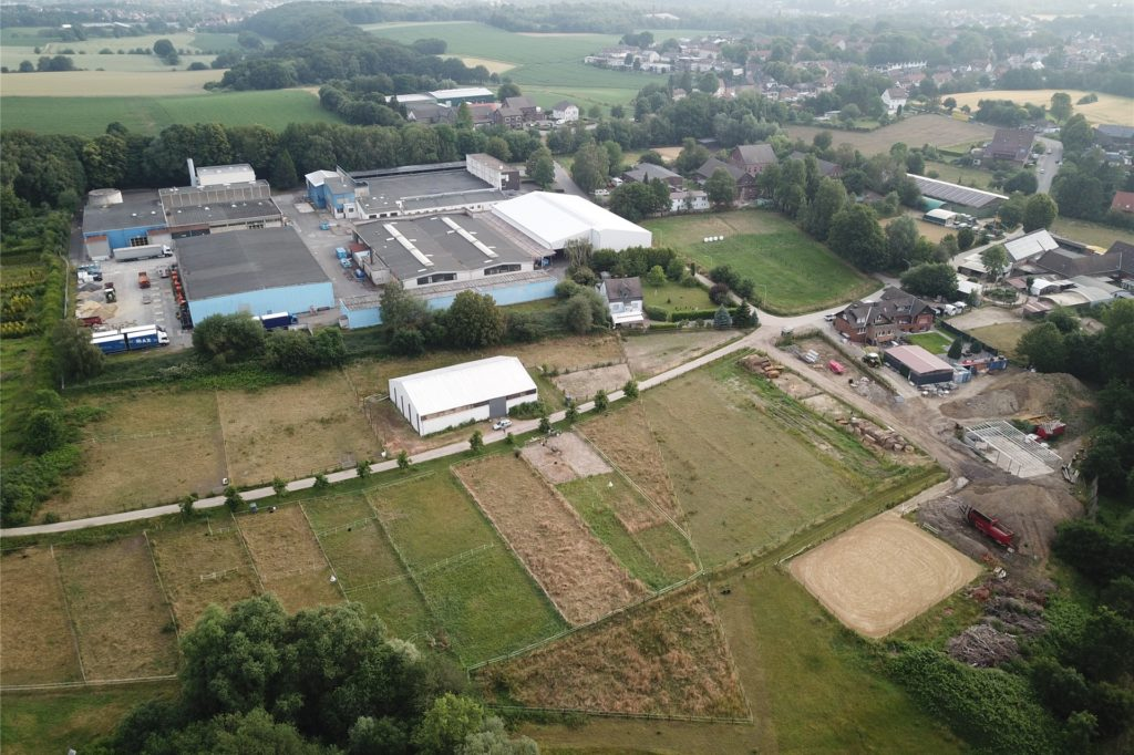 Höfe, Pferdeweiden, viel Natur, Kornbrennerei Büchter. Aber auch große Hallen, Bagger, Gewerbe: An der Stadtgrenze zwischen Bochum und Castrop-Rauxel will sich ein Bodenaufbereiter ansiedeln. Die Politik in Castrop-Rauxel will das gern verhindern. Aber hat sie darauf genug Einfluss?