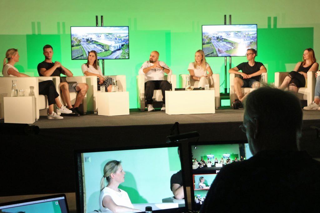 Via Livestream auf YouTube konnten Interessierte die Diskussionsrunde verfolgen und gleichzeitig aktiv teilnehmen.