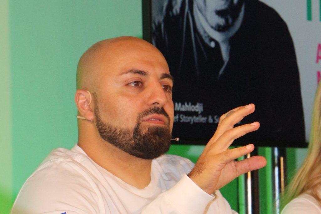 Ali Mahlodji betonte, er sei das beste Beispiel dafür, dass die Arbeitswelt heute keine Einbahnstraße ist.