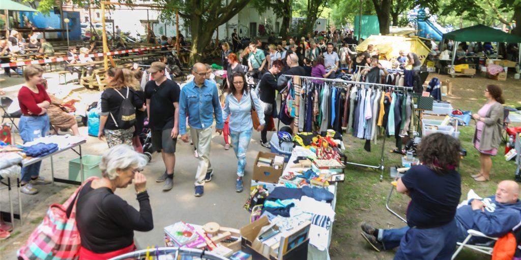So viele Besucher wie beim Trödelmarkt des Westparkfests - hier ein Archivbild - werden beim Westpark-Trödel am 12. Juli nicht zeitgleich bummeln können.