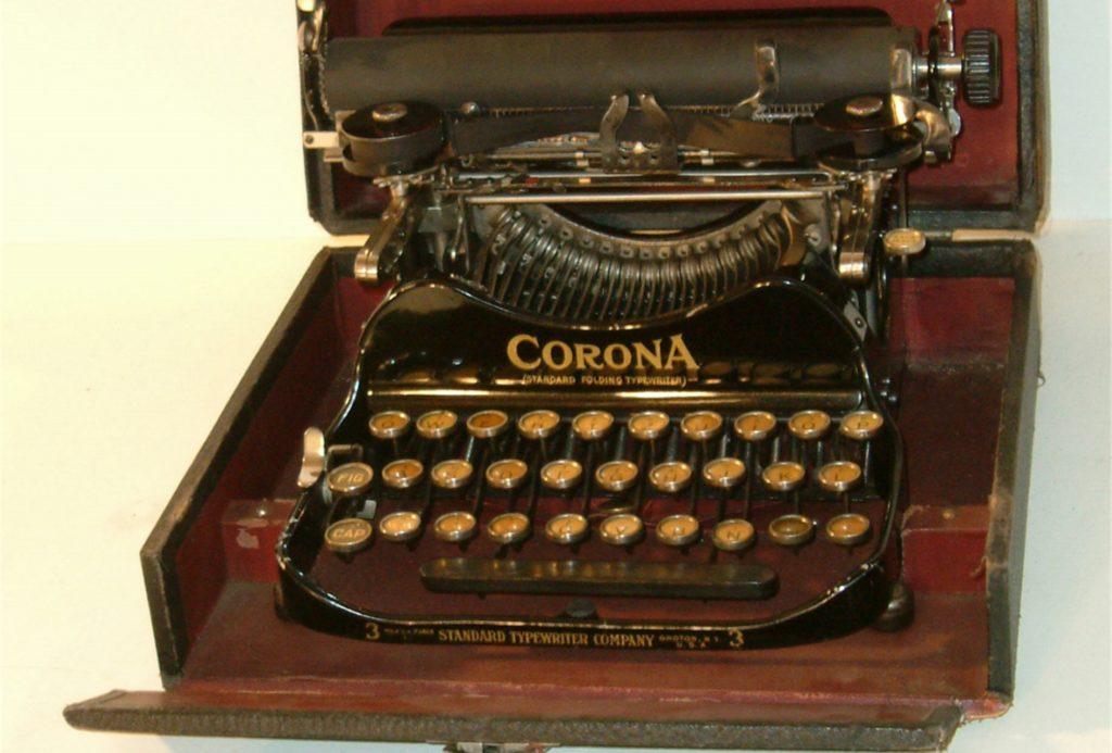 """Die Schreibmaschine """"Corona"""" gehörte zu den ersten transportablen Vertretern ihrer Art."""