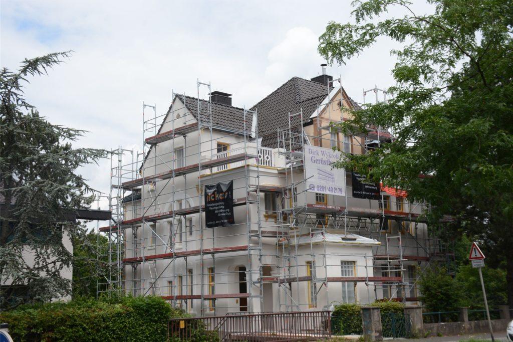 Diese denkmalgeschützte Villa an der Ecke Kirchhellener Allee/Schillerstraße wird derzeit mit Mitteln aus dem Hof- und Fassadenprogramm saniert.