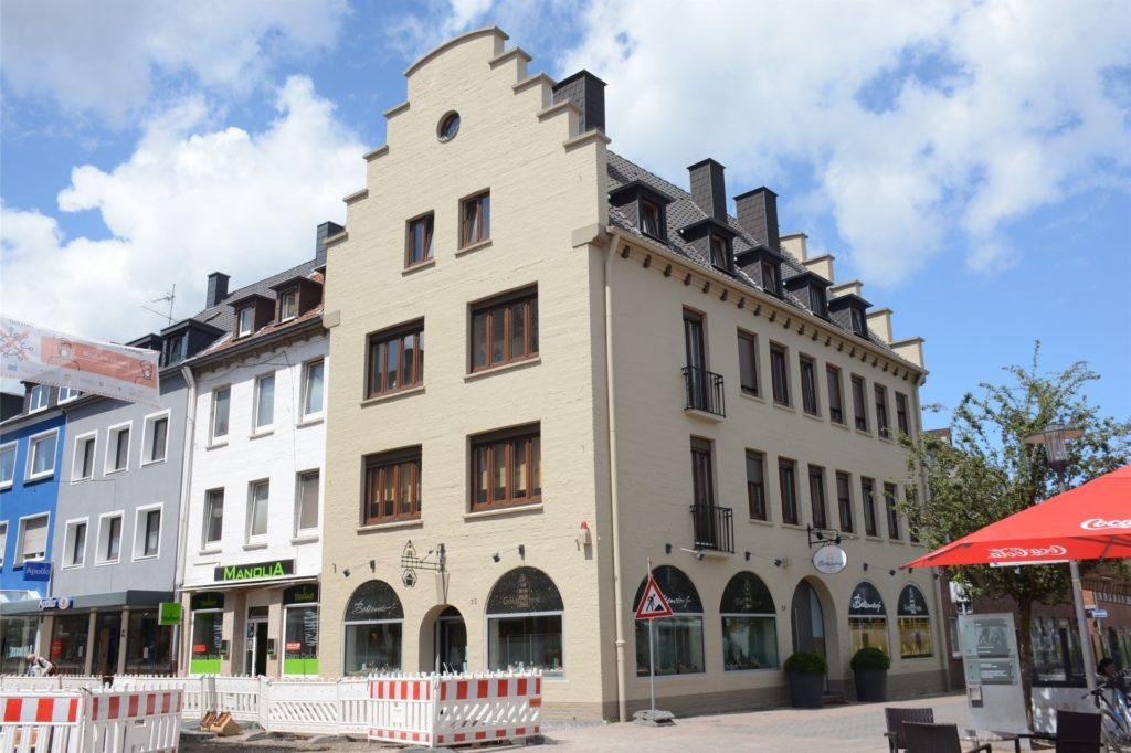 Auch das Gebäude der Goldschmiede Bellendorf in der Innenstadt bekam einen neuen Anstrich.