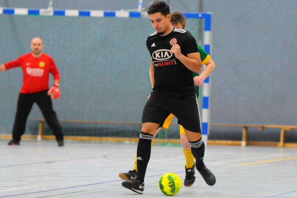 Einen Neuzugang vom Bezirksliga-Aufsteiger Genclikspor Recklinghausen (schwarze Hemden) bekommt die SG Castrop: Mahmut Akbaba (vorn).