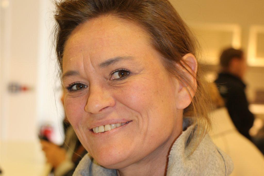 Petra Steingrube-Rittmann, die Vorsitzende des Ahauser Gewerbevereins, steht dem Angebot positiv gegenüber. Die Einzelhändler warten auf weitere Signale von der Landesregierung.
