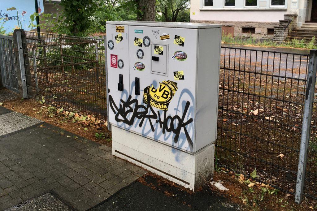 Vom Verteilerkasten an der Benninghofer Straße aus geht das Signal zu den Hausanschlüssen.
