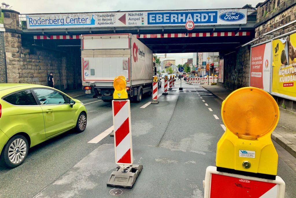 Die Rechtsabbiegerspur auf der Wittbräucker Straße ist im Moment gesperrt. Das führt zu längeren Staus vor der Ampel.