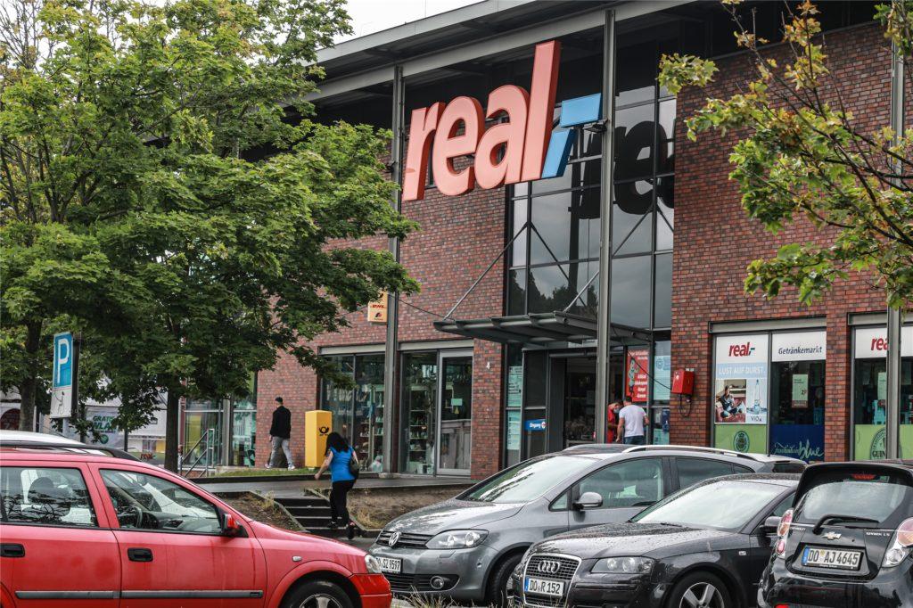 Wird aus diesem Real-Markt an der Evinger Straße in Dortmund bald ein Warenhaus von Kaufland?