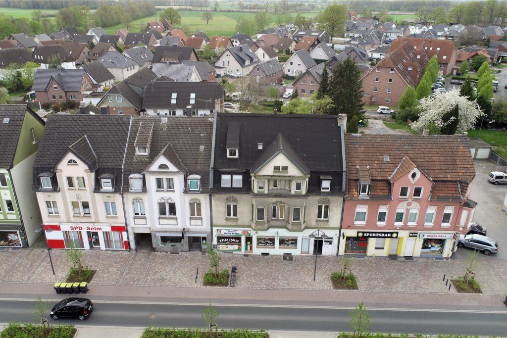 Diese vier Häuser gehören zu denen, die die Stadt gekauft hat und abreißen möchte.