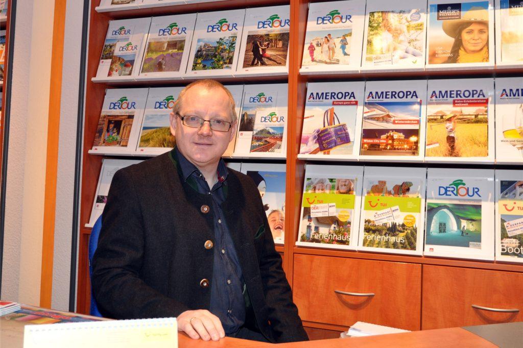 Das Archivbild zeigt Reisebüro-Chef Joachim Horn in einer seiner Niederlassungen.