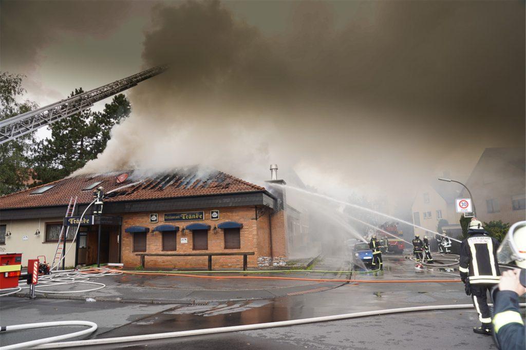"""Der Dachstuhl der """"Tränke"""" wurde durch den Brand komplett zerstört. Auch die Wohnung des Wirte-Paars, die sich im Gebäude befand, war nicht mehr bewohnbar."""