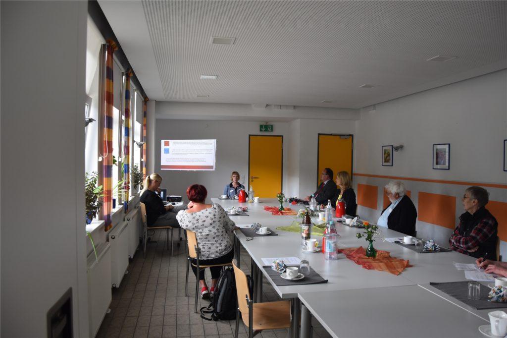 Christina Groth und Jasmin Melzner vom Werkhof-Projekt haben den SPD-Politikern ihr Unternehmen und das Projekt