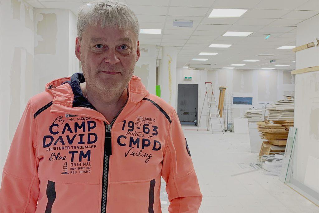 """Geschäftsmann Dirk Renner zieht um Im Harsewinkel, gleich neben der """"Palette"""" wird das eigene Ladenlokal umgebaut."""