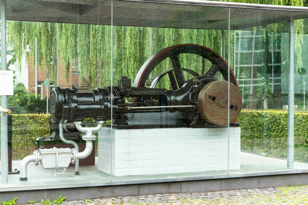 Die Dampfmaschine am Berkelkraftwerk – wer den Knopf drückt, kann etwas erleben.