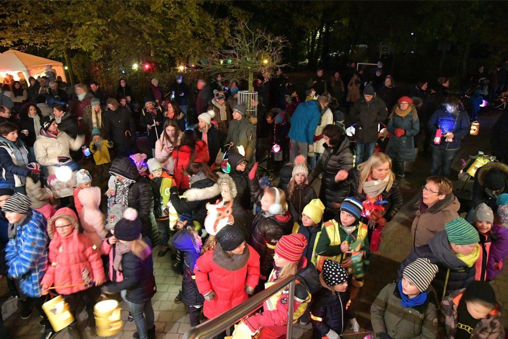 In allen Selmer Ortsteilen - hier in Cappenberg - kommen Hunderte Menschen zu den Martinsumzügen. Da auf Abstände zu achten, ist schwierig.