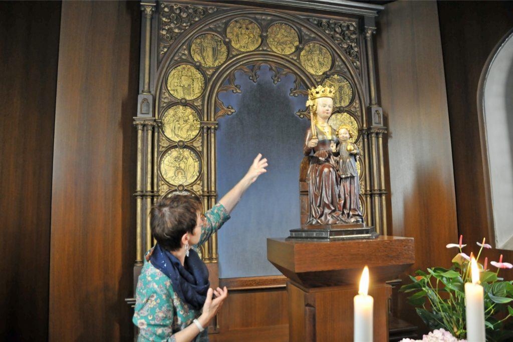 Rita Voss ist die Küsterin der Hilgenbergkapelle und kann Besuchern eine Menge über die Geschichte und die Mythen rund um die Kapelle erzählen.