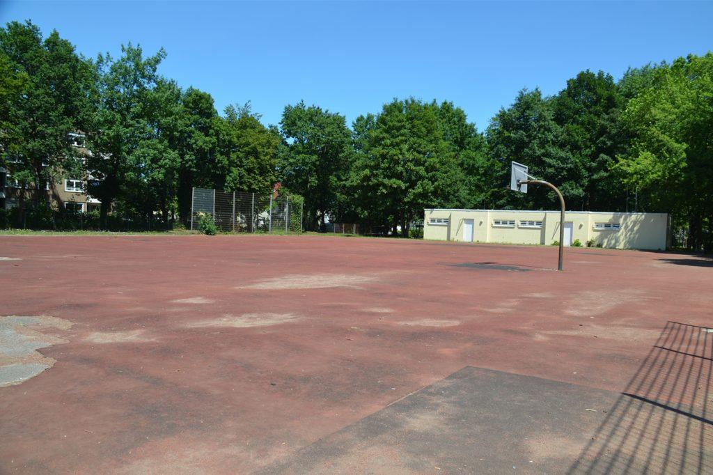 Ursprünglich sollte der Neubau auf dem maroden Gummiplatz des Schulzentrums entstehen. Für die Fläche hat die Stadt nun andere Pläne.
