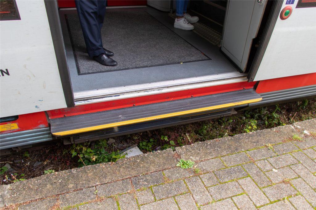 Von wegen barrierefrei: Zwischen Bahnsteig und Zugtür sind 38 Zentimeter Höhenunterschied am Bahnhof in Legden.