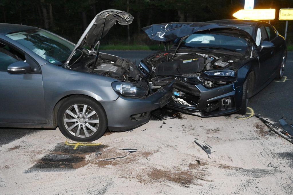Bei dem Unfall entstand ein hoher Sachschaden.