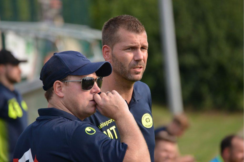 Die Schweriner Trainer Dennis Hasecke (l) und Marco Taschke.