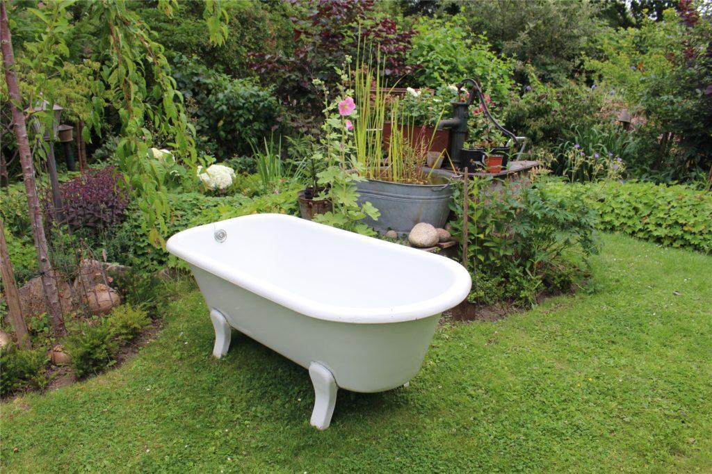 Diese Badewanne sorgt an heißen Tagen tatsächlich für Abkühlung.