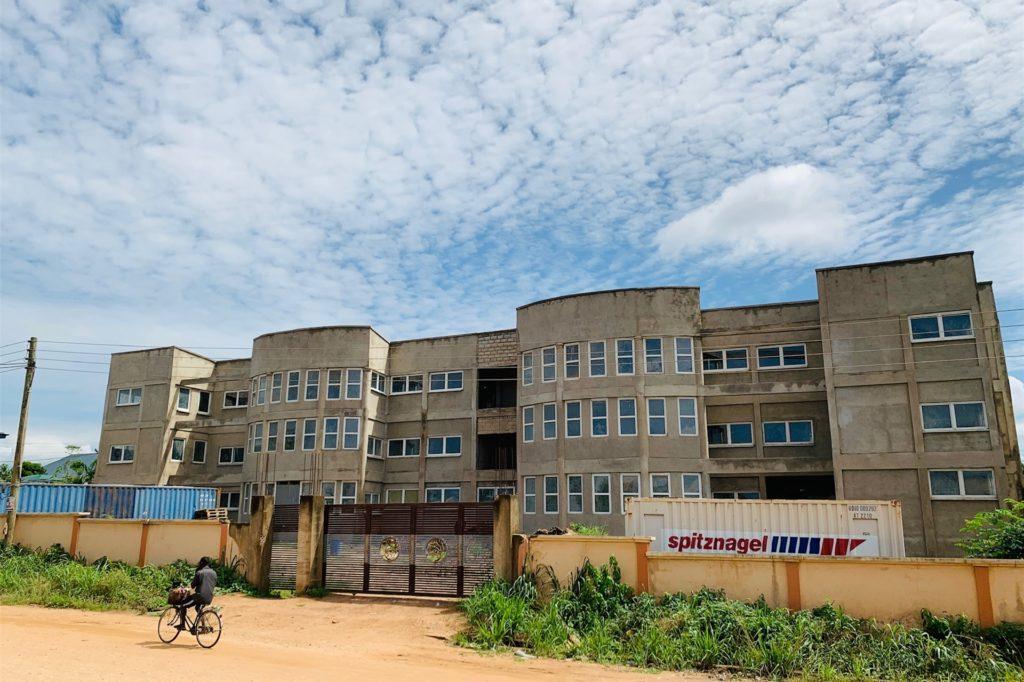 Das Krankenhaus in Ghana wächst und wächst. Im kommenden Jahr soll er eröffnet werden können.