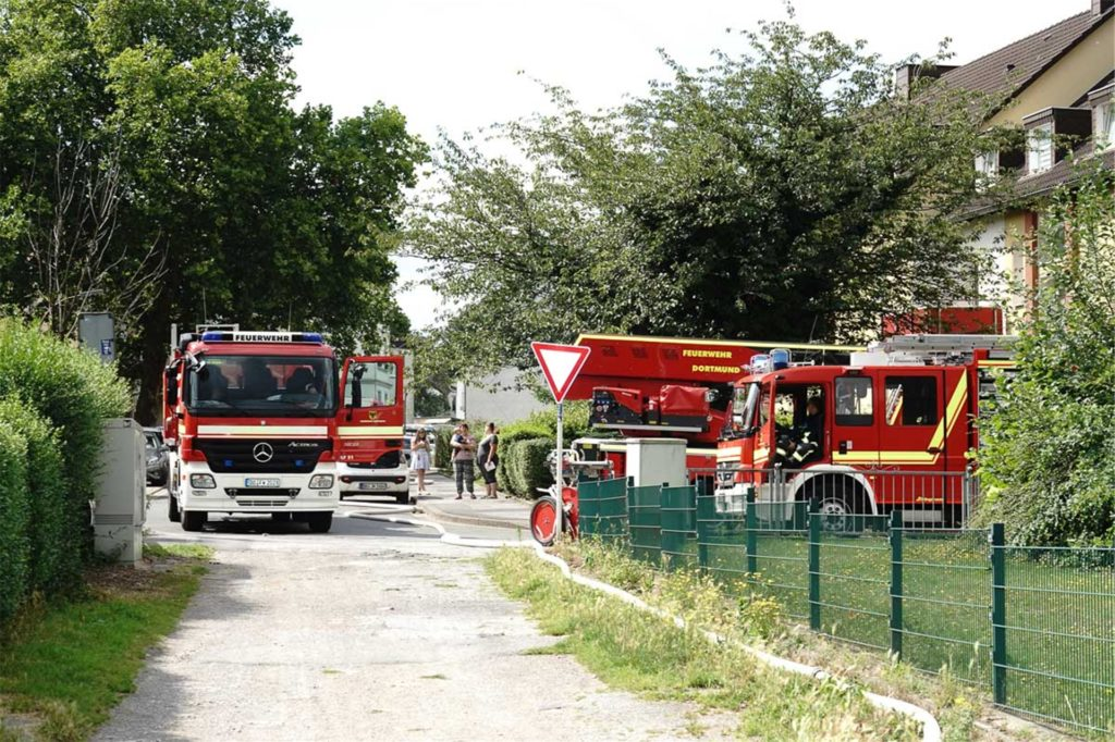 Die Rettungskräfte mussten einen weiten Weg bis zur Brandstelle zurücklegen.