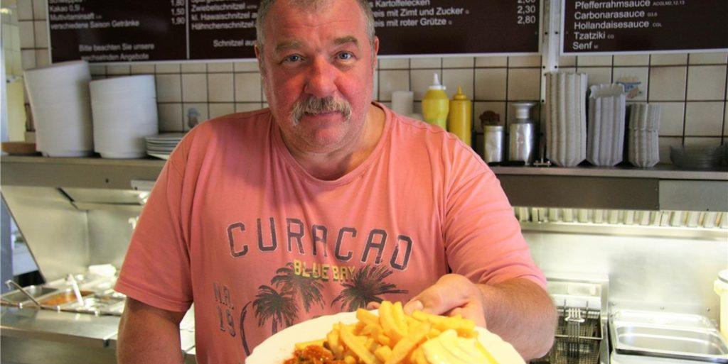 Andreas Neumann hat seine Kult-Pommesbude in Lütgendortmund nach knapp 60 Jahren geschlossen. Seine Stammgäste sind nun verzweifelt auf der Suche nach einer Alternative zur