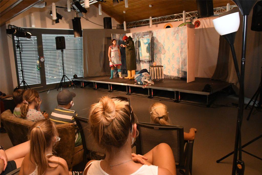Die Bühne des umgebauten Jugendzentrums Sunshine hatte Premiere.