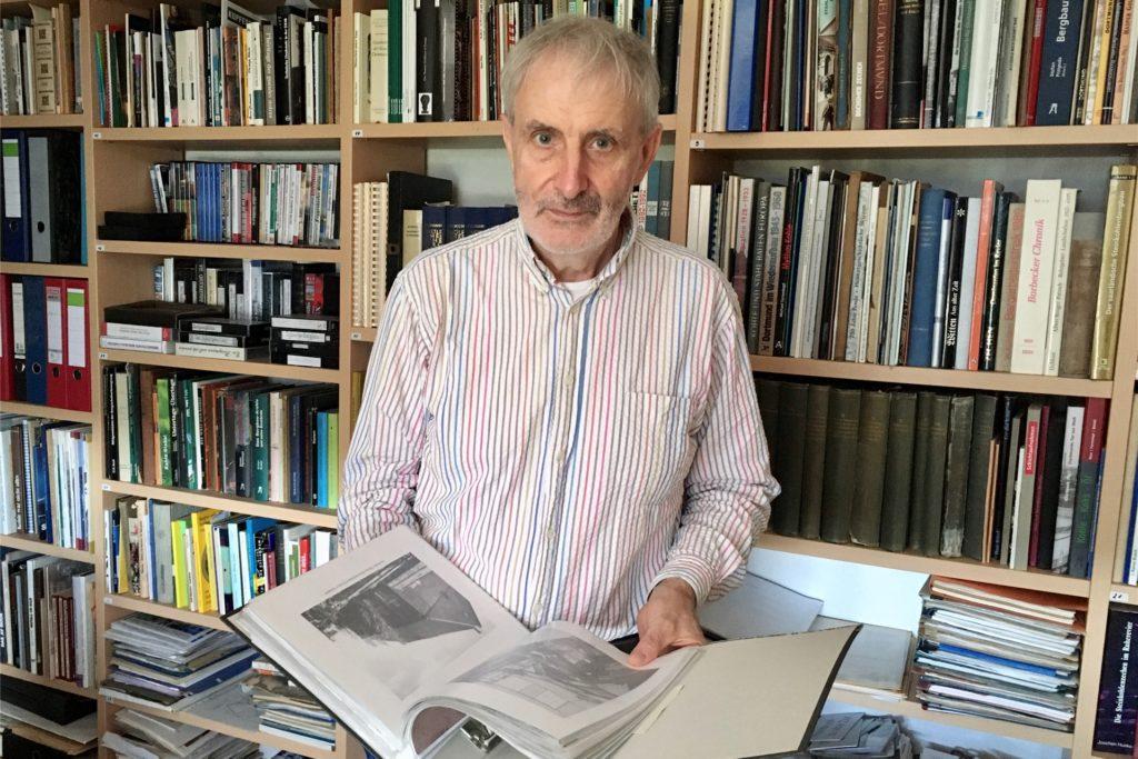 Heinz-Ludwig Bücking vom Bergbauhistorischen Verein hat eine umfangreiche Dokumentensammlung zum Bergbau in Hombruch.