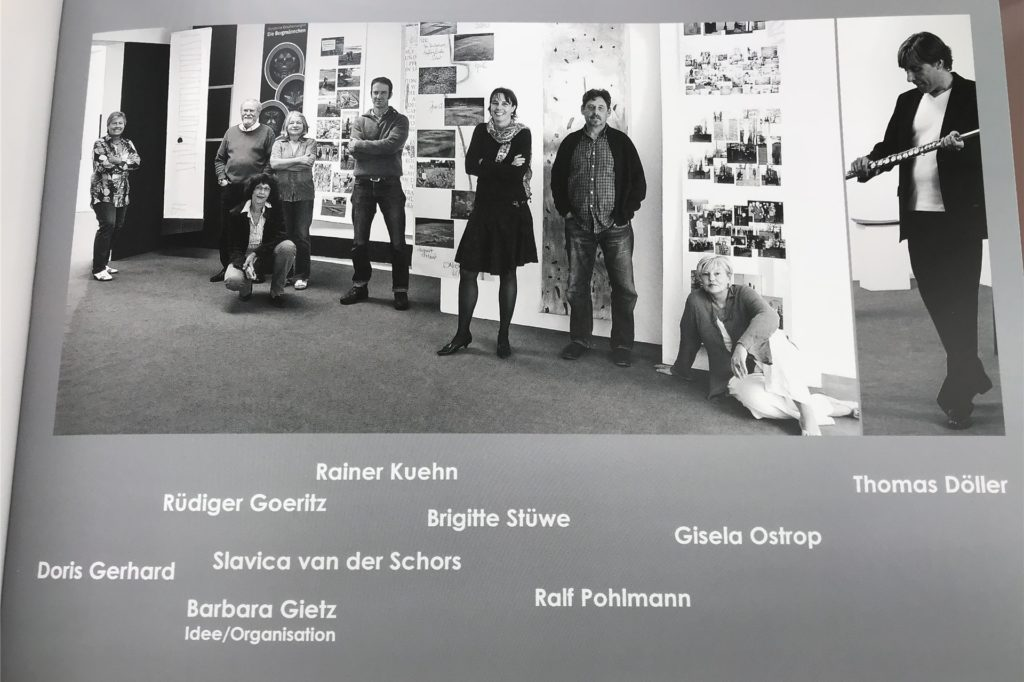 Ein Blick in den Ausstellungskatalog der Gruppe von vor zehn Jahren.