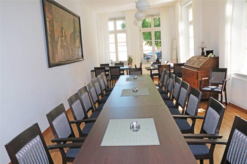 Neue Sitzmöbel wurden für den Raum im Erdgeschoss des Hauses Weßling angeschafft.