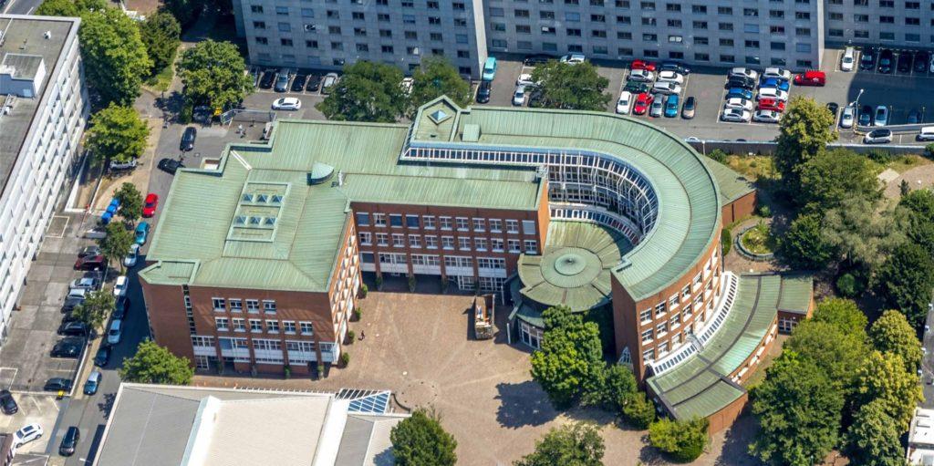 Am Mallinckrodt-Gymnasium am Südrand der City wurde ein Lehrer positiv auf das Corona-Virus getestet.