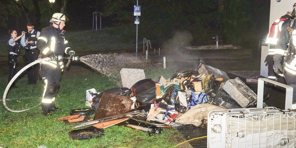 Im Keller eines Mehrfamilienhauses am Steinfurtweg waren am Sonntag (16.8.) Müll und Gerümpel in Brand geraten. Laut Polizei handelt es sich um Brandstiftung.
