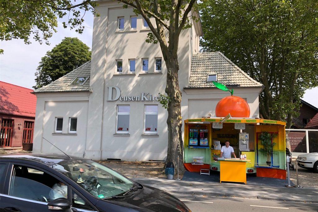 Der Platz an der Deusenkirche ist für Familie Kaiser ideal - hier gibt es Parkmöglichkeiten und Laufkundschaft von der Grundschule und vom Kindergarten.