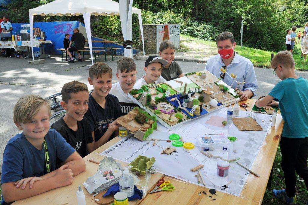 Kinder und Jugendliche haben Modelle gebaut und die Bürgermeister Rajko Kravanja vorgestellt.