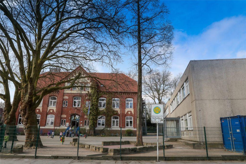 Die Widey-Grundschule in Kirchlinde soll in den kommenden fünf Jahren abgerissen und neu gebaut werden. Hinzu kommt die erste eigene Turnhalle der Schule.