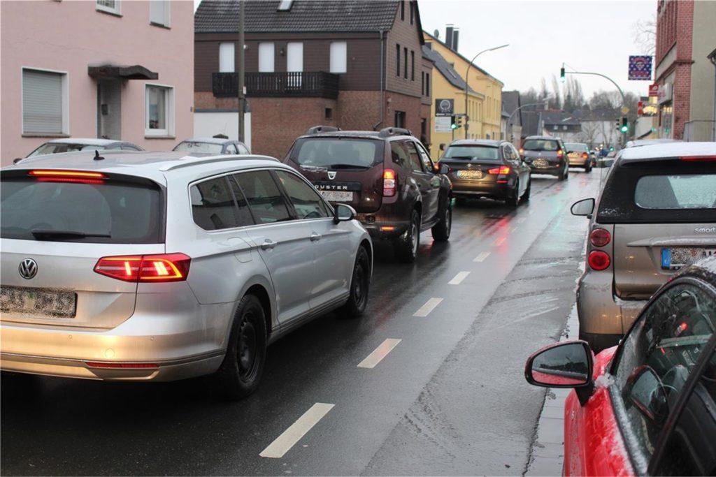 Die Kirchlinder Kreuzung ist eines der größten Verkehrsprobleme im Stadtbezirk.