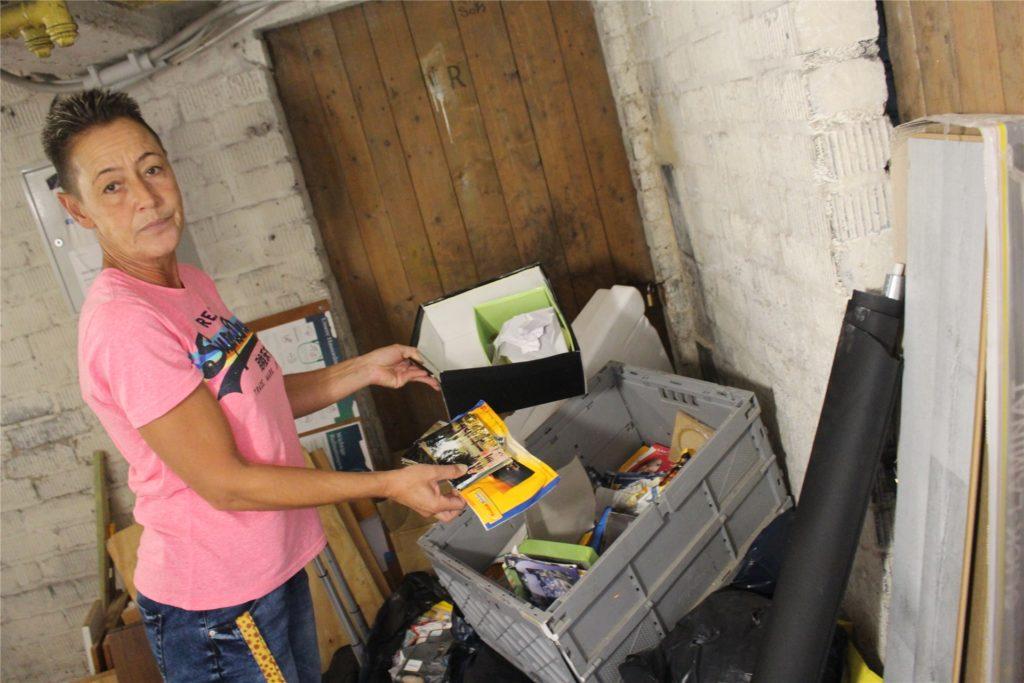 Dieser Haufen Abfall steht im Keller herum. Elke Gnatkowski hofft auf Hilfe bei der Entsorgung.