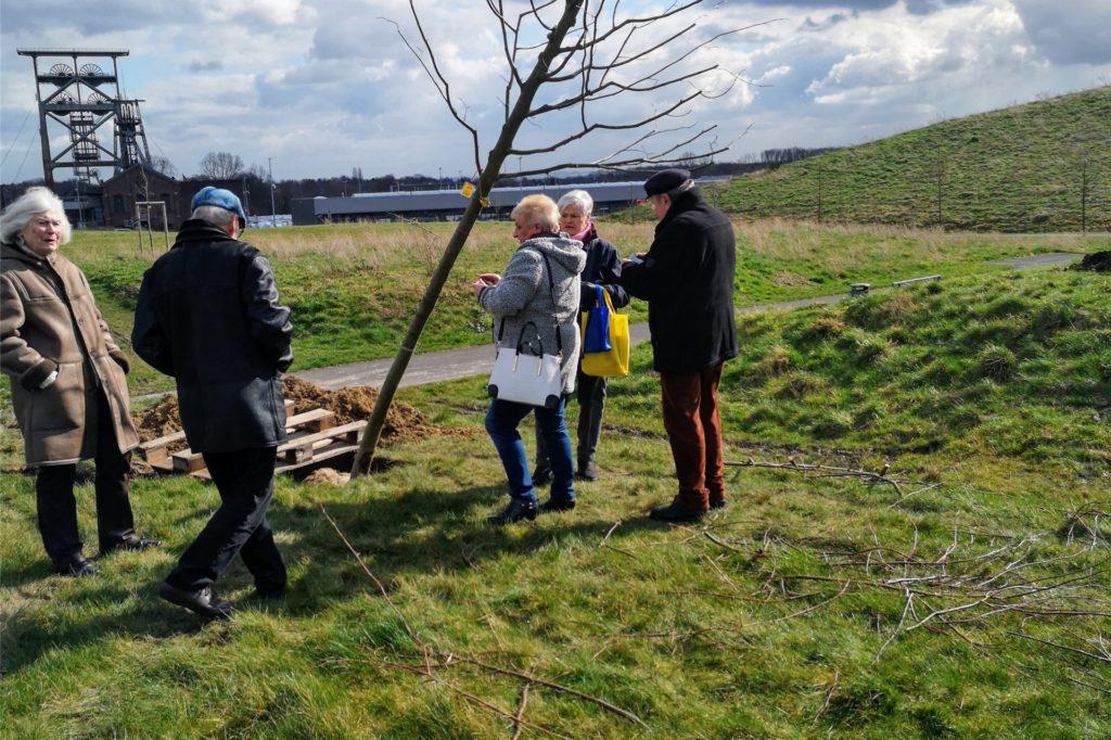 """Mit Baumpflanzaktionen im Gneisenau-Park hat der Förderveein """"Gerne in Derne"""" auf sich aufmerksam gemacht"""