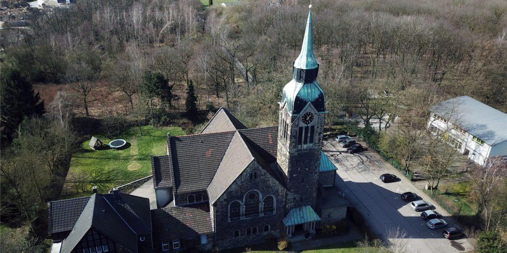 Die Petrikirche im März 2020: Die Evangelische Gemeinde Habinghorst nutzt sie derzeit noch, möchte sie aber mitsamt Grundstück und Gemeindehaus verkaufen. Weil sie laut Gemeinde sanierungsbedürftig ist, befürchten viele einen Abriss. Den will aber weder die Stadt noch die Gemeinde.