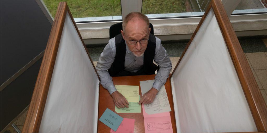 Bei Jürgen Göckemeyer laufen im Legdener Rathaus die Fäden für die Vorbereitung auf die Stichwahl zusammen.